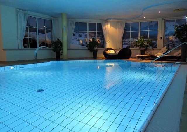 Une piscine d'eau de mer dans un centre de Thalassothérapie